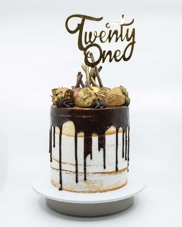 1 tier semi naked vanilla buttercake with chocolate drip